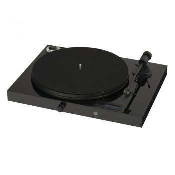Angled photo of black Pro-Ject Juke Box E Turntable with Ortofon OM5e Cartridge in piano black colour and with no dustcover